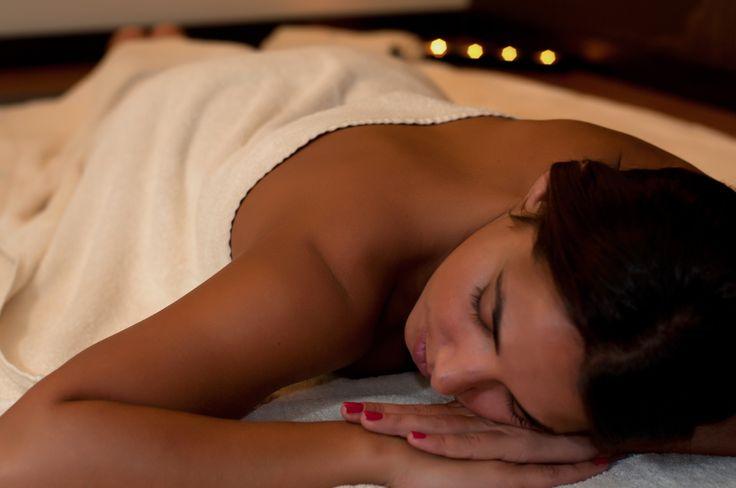 Massagem Ayurvédica Considerada uma das mais completas, esta massagem milenar originária daÍndiautiliza deslizamentos, amassamentos e alongamentos para lhe equilibrar a energia e relaxar profundamente.Venha experimentar esta massagem milenar no Float in! https://www.float-in.pt/massagens/massagem-ayurvedica.html