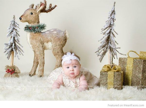 Christmas baby portrait - Holiday Photography Inspiration on I Heart Faces Photography Blog