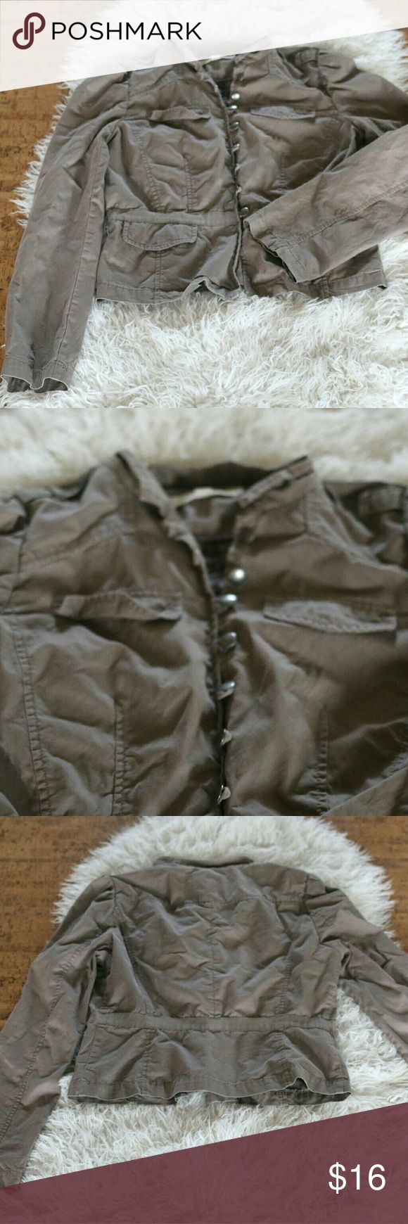 "LOFT Cargo Utility Jacket Size 8 Lightweight Zip Ann Taylor Loft women's cargo/utility jacket.  Size 8.  Lightweight (perfect for spring!).  100% cotton.  Machine wash.  Four pockets on the front (top two are faux).  Snap buttons on the shoulders.  Hook loop buttons.  Decorative band at waist.  In good, preowned condition.  No trades, offers welcome.  Measures 19"" pit to pit, 19"" shoulder to waist. LOFT Jackets & Coats Utility Jackets"