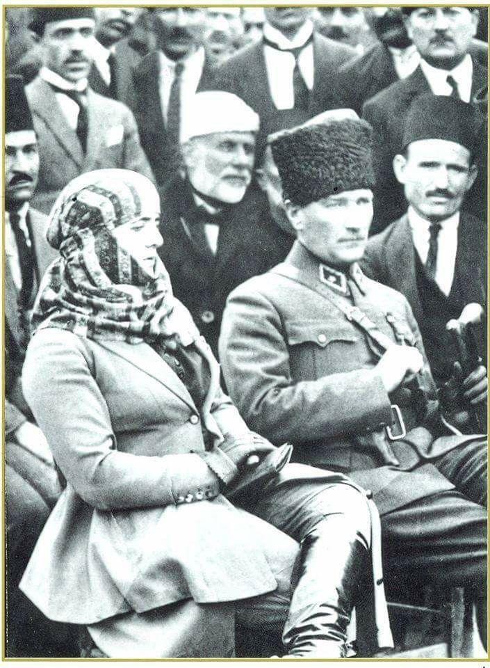 Mustafa Kemal Atatürk ve eşi Latife Hanım.