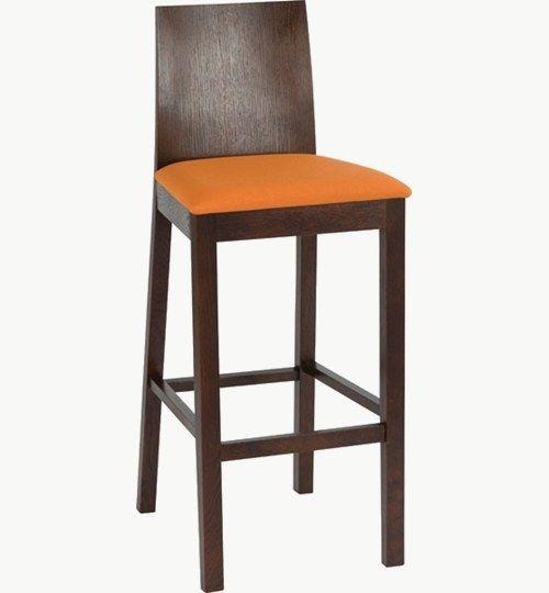 Barstol med klädd sits, många tyger och träfärger att välja på. Ingår i en serie med vanlig stol. Barstolen är tillverkad i trä med bets samt med ett sittskal som är stoppat/klätt. Stolen väger 8 kg, vilket är en något över normalen vikt för en barstol. Tyg Lido 100 % polyester, brandklassad. Tyg Luxury, 100 % polyester, brandklassad. Konstläder Pisa, brandklassad, 88,5% PVC, 11,5% polyester. #azdesign #barstol #vit #brun #inredning #pagedmeble