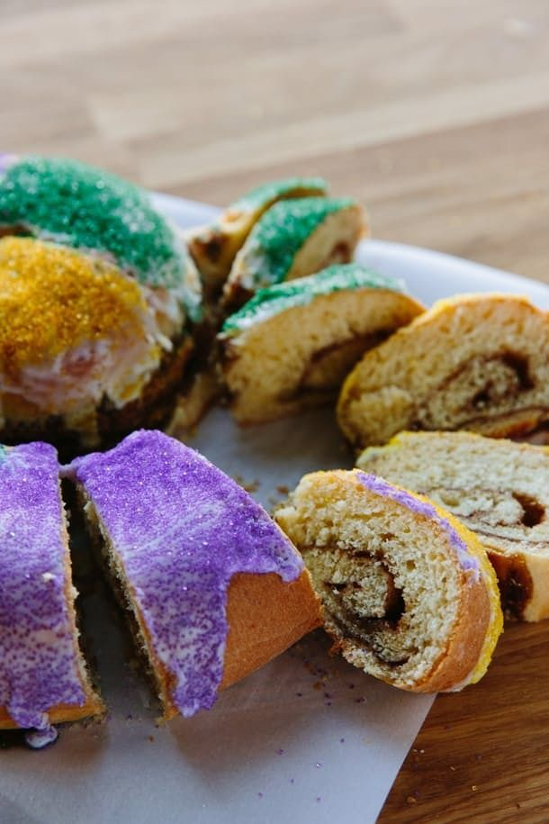 In this EASY HOW-TO, we have a great recipe to help you make a King Cake for Mardi Gras that tastes sweet and authentic. Bring New Orleans home to you and enjoy Fat Tuesday the right way!