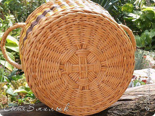 Привет,всем жителям Страны Мастеров! Недавно я увидела работы  Marilyn Evans & William Stevens   http://montanablueheron.com/index.php/baskets/categories/C4/ ,которые произвели на меня большое впечатление,можно сказать,что это моя волна.Для начала решила сплести корзину для дачи.Размеры корзины-высота 23 см,нижний диаметр 24 см,верхний диаметр 31 см. Косяков,конечно,много,но ,зато, я получила колоссальное удовлетворение в процессе работы.  фото 7