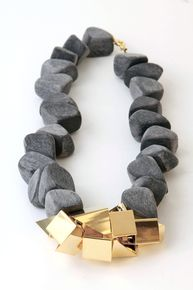 Gray wooden triangles necklace - Noritamy