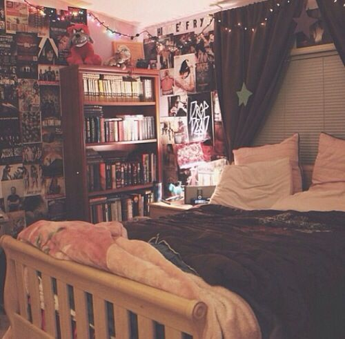 i have a bookshelf like that... if i moved my bed a bit or had a bigger bed and a canopy thing and moved things around i could do it