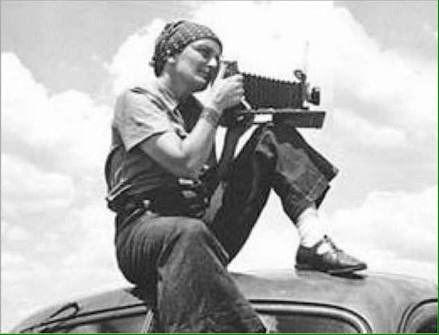 türkiye'nin ilk kadın savaş muhabiri ve fotoğrafçısı Semiha Es.