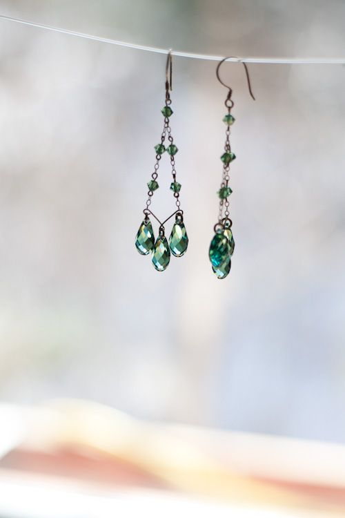 love this easy design swarovski 6010 briolette pendants bicone beads in erinite gorgeous color - Earring Design Ideas