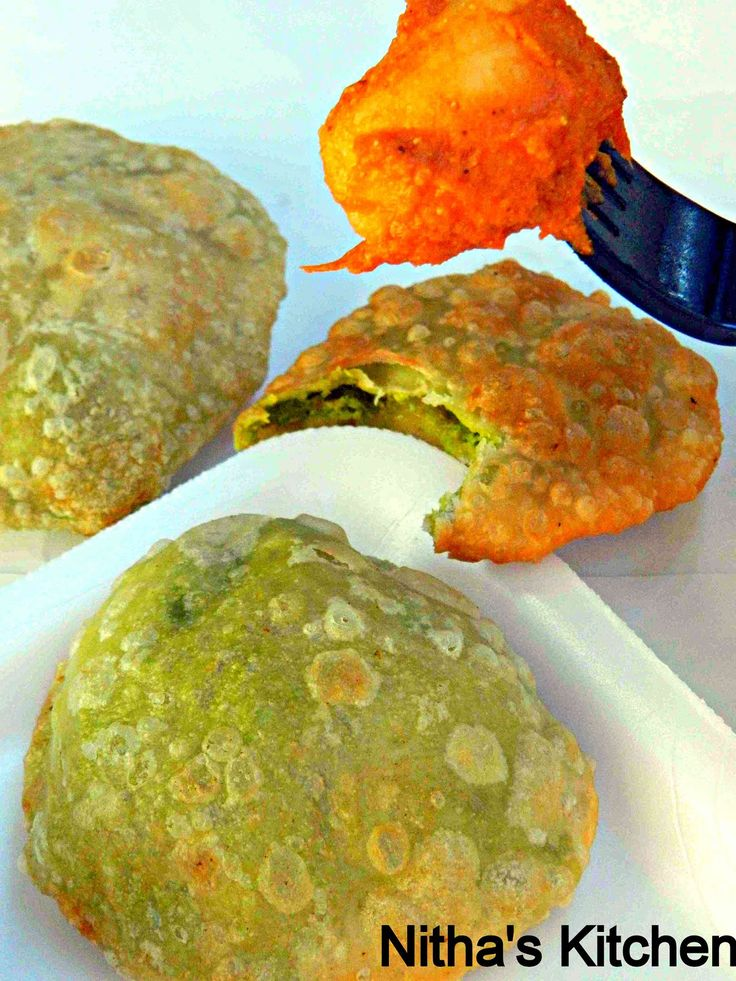 Coming to this month Divya's  South vs North Indian bloggers challenge, South Indian teams are challenged with Peas kachori by Sanoli  n ...