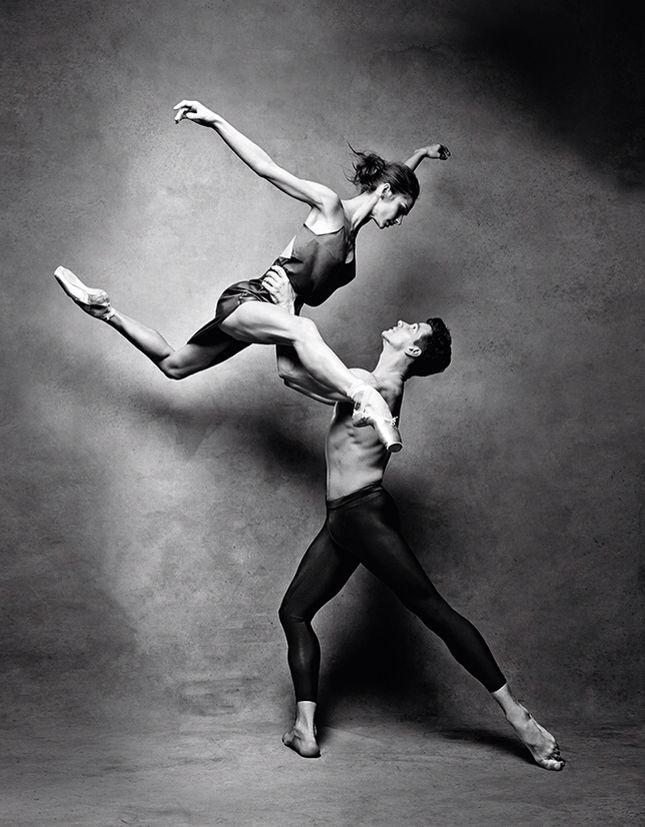 Материал «В танце», декабрь 2014 Фото: Патрик Демаршелье