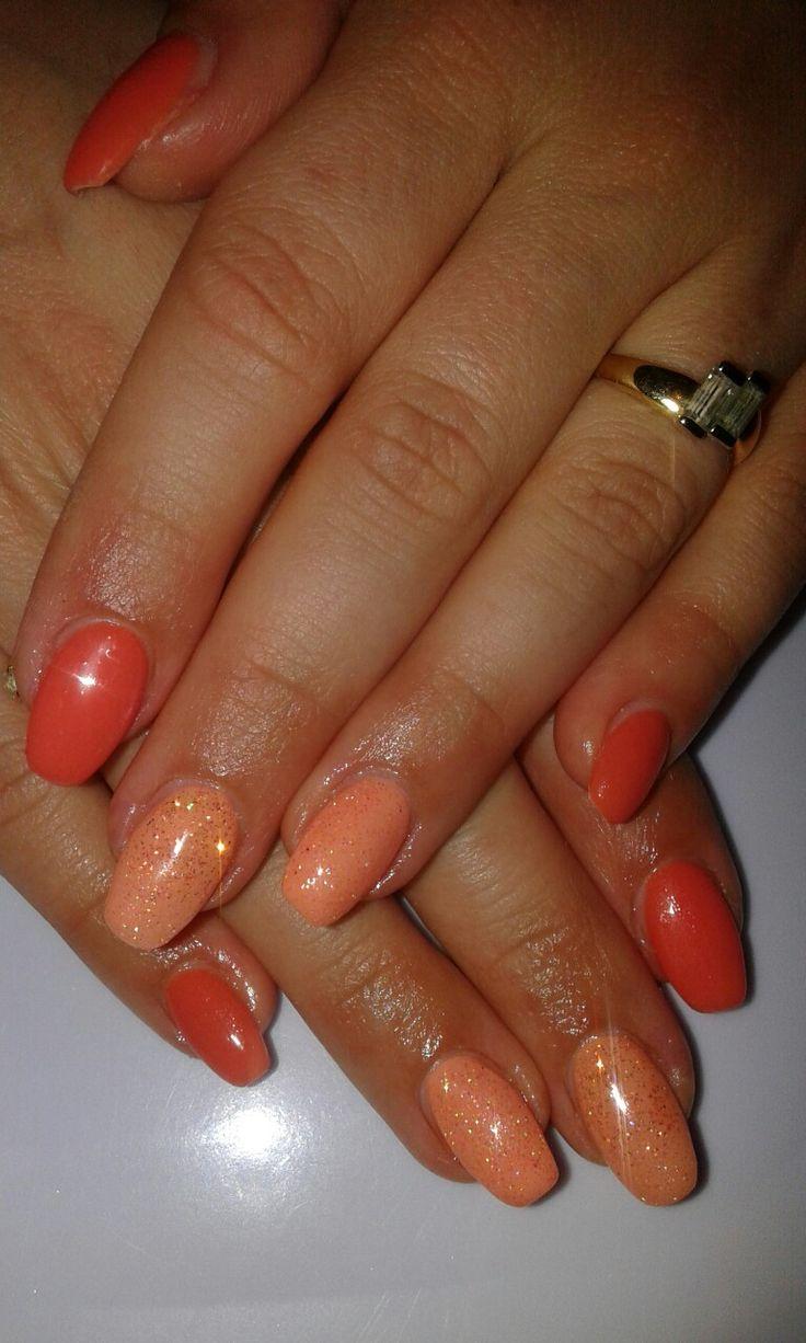 Unghie gel squoval color pesca, arancione e corallo con glitter