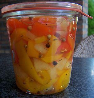 Lekker.....Deze paprika's zijn heerlijk bij de BBQ.Zorg ervoor bij inmaken met azijn dat u altijd voldoende suiker toevoegt.