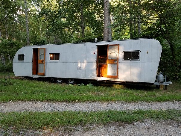 1950 35ft Liberty New tires, bearings greased. All trailer light wiring redone. New stop/turn and tag lights. Trailer kept in a covered area for 40 years. The body of the trailer is as close to...