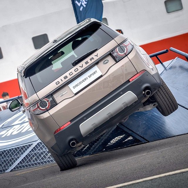 "9,640 aprecieri, 144 comentarii - Land Rover (@landrover) pe Instagram: ""Showing off the capability of our #DiscoverySport at Act 3 of the @extremesailing Series in…"""