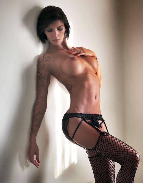 Nude sexy short hair girl