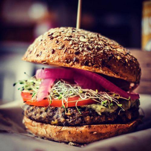 Fwah2016 meilleur burger de New York: bareburger | Vogue http://www.vogue.fr/voyages/hot-spots/articles/fwah2016-meilleur-burger-de-new-york-bareburger/31671