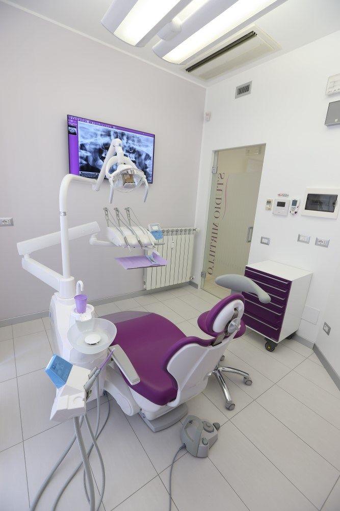 La Clinica Odontoiatrica di Milano è specializzata nelle più innovative tecniche implantari e di estetica dentale . Prenota ora la tua visita .