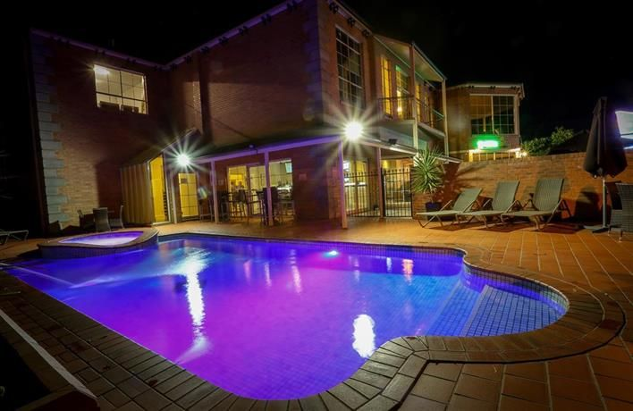 Best Western Plus Hovell Tree Inn, Albury - Compare Deals