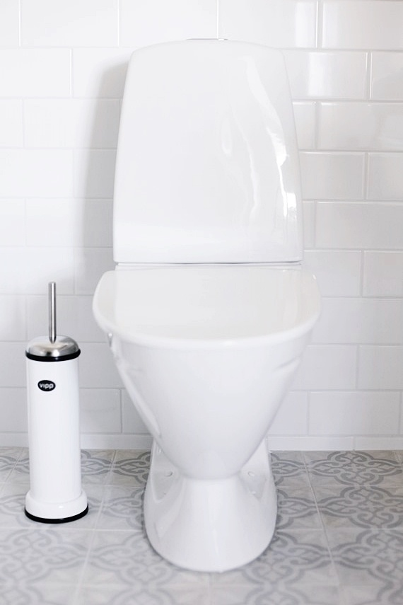 THE NEW BATHROOM / MITT VITA HUS