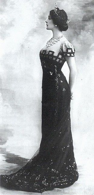 1912. Look at her hair!!!! So classic.