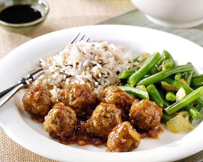 Smoor gehaktballetjes met gewokte boontjes en rijst