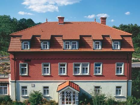 Fassadengestaltung einfamilienhaus rotes dach  Die besten 25+ Rotes dach Ideen nur auf Pinterest ...
