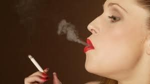 Não é surpresa para ninguém que fumar faz mal à saúde, aumentando o risco de cancro do pulmão, entre outros, bem como doenças do coração. Mas um novo estudo aponta o quão mortal pode ser para o coração, especialmente das mulheres.