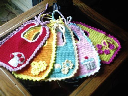 Crochet Baby Bibs--Love the baby cupcake bib!