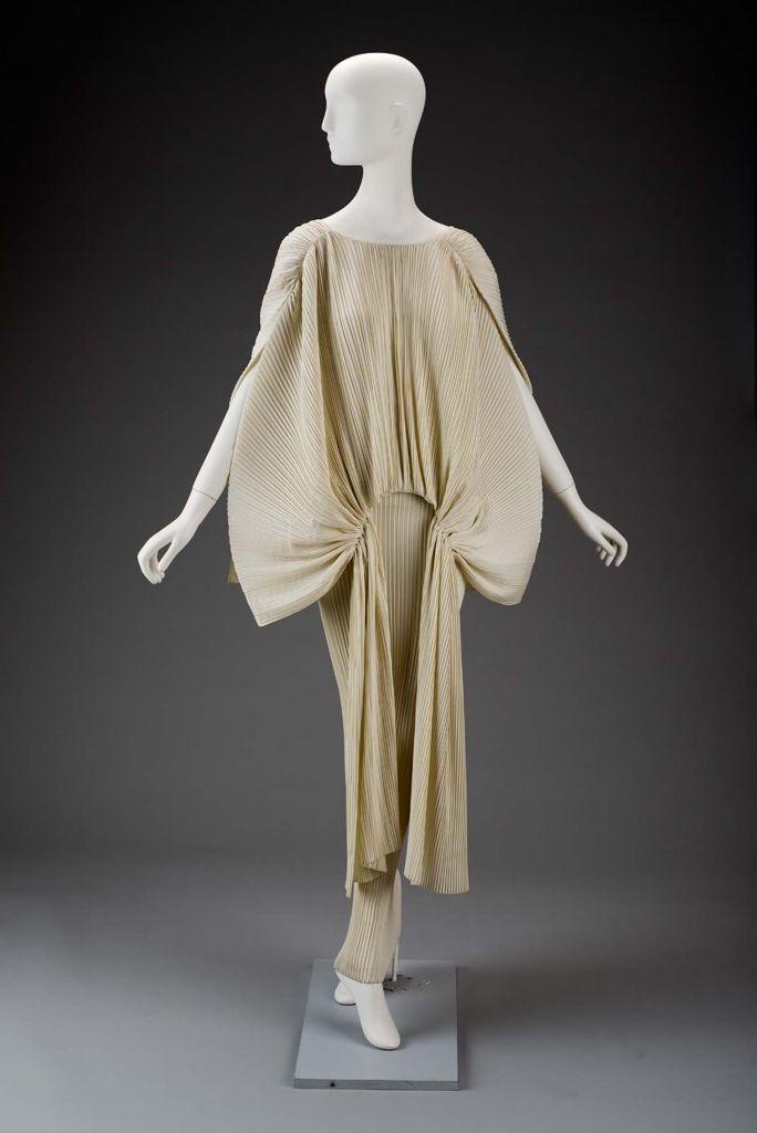 Late 20th century, Japan - Dress by Gnyuki Torimaru - Viscose