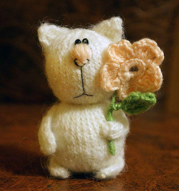 Кот с цветком брошь. /Коты моими руками/ от Junonsk на Etsy, $18.00