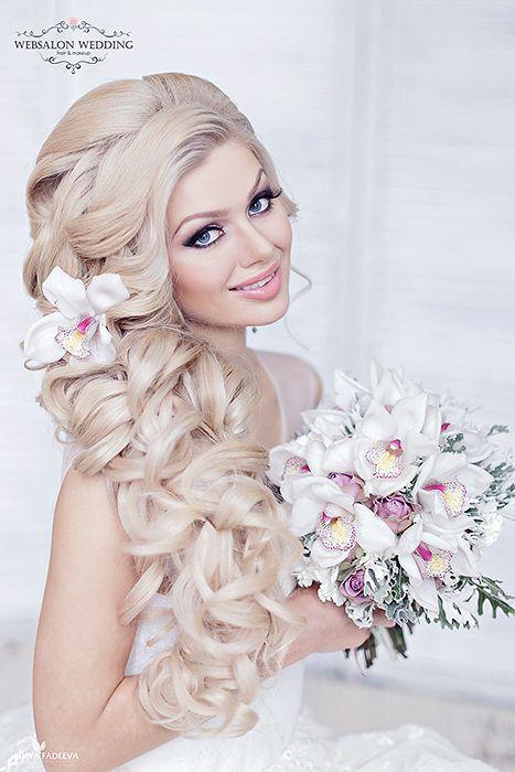 Букет невесты из белых орхидей с сиреневыми розами и серой зеленью