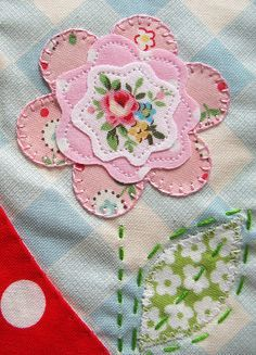 Pink applique flower. Love the blanket stitch on outside petals, and straight stitch on inner petals. Yay, Heat n Bond lite.