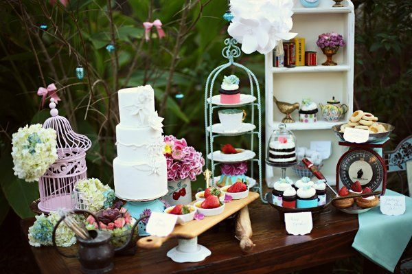 cute display: Sweet Tables, Cakes Tables, Wedding Desserts, Wedding Photo, Vintage Cakes, Desserts Bar, Wedding Reception, Desserts Tables, Desert Tables