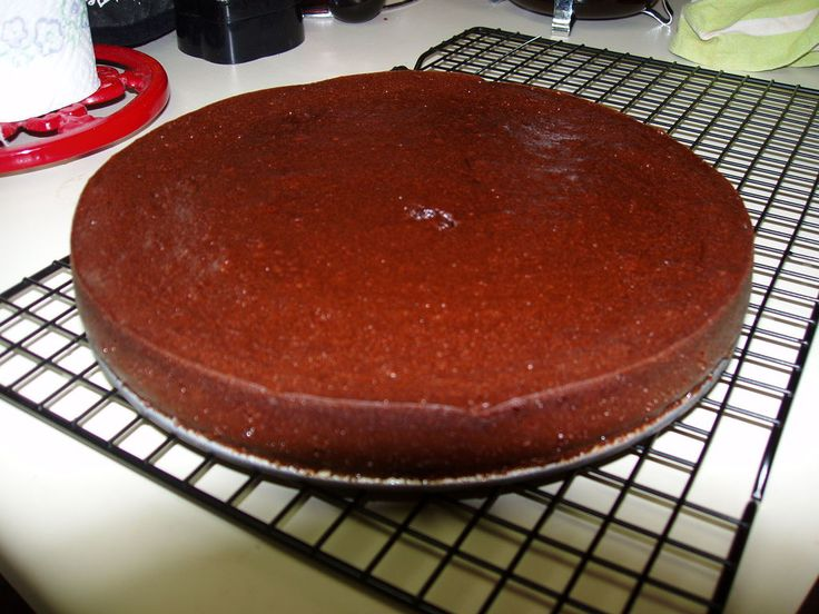 Flourless chocolate cake (replace butter with oil for DF)