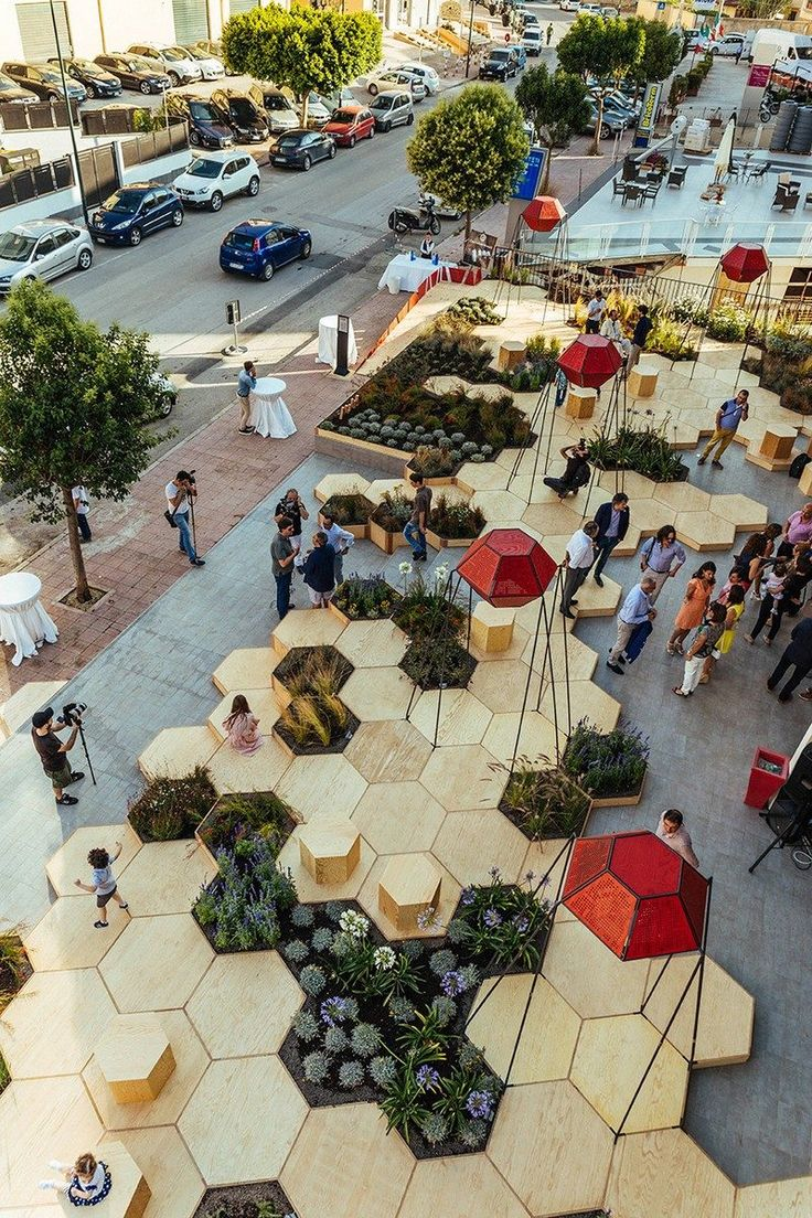 This urban garden, named Zighizaghi, is a multi-sensory garden made of two levels, a horizontal level, the hexagonal floor and seating area, and…