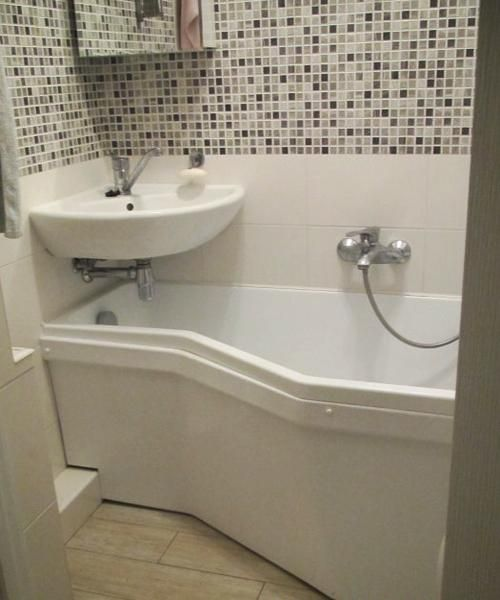 corner sinks for modern bathroom design..... Good design for a tiny bathroom.
