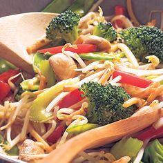 Pour un plat de légumes sautés à l'asiatique, le chop suey est évidemment un classique! C'est le plat d'accompagnement par excellence pour les pâtés impériauxetle chow mein au poulet.
