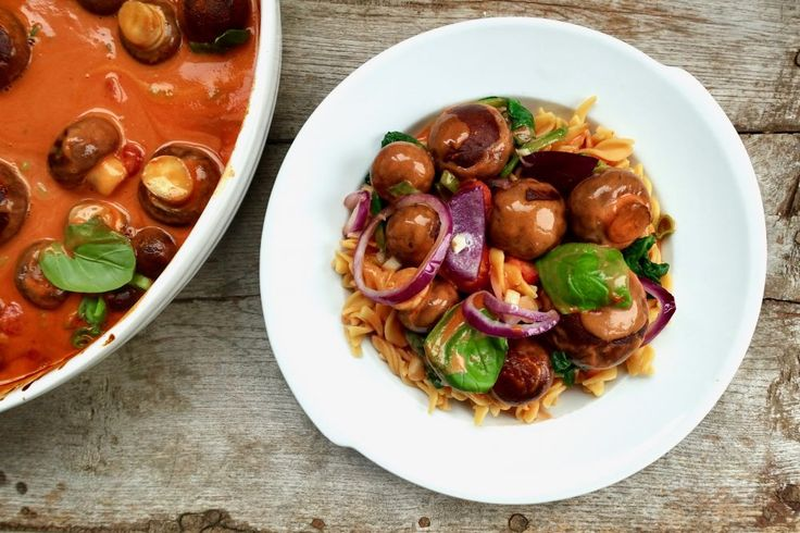 Vegan pasta stroganoff met paddenstoelen