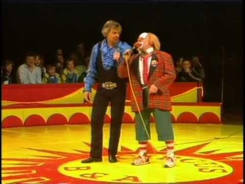 Bassie & Adriaan: Circus - YouTube