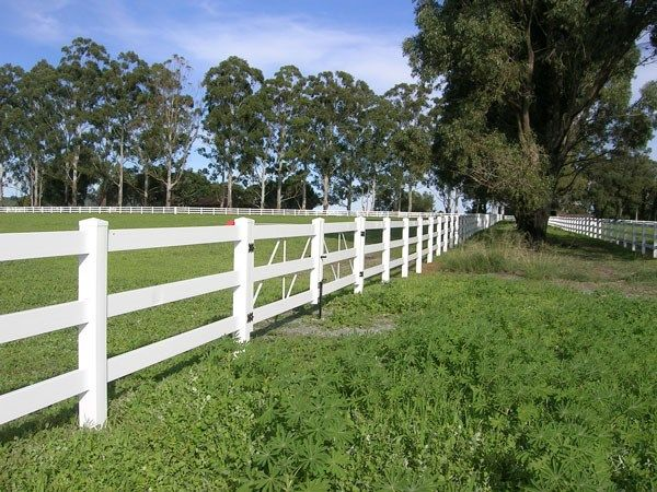 Three-Rail Horse Fencing is Weatherables' Best-Selling Horse Fence - See more at: http://stablemanagement.com/article/threerail-horse-fencing-weatherables-bestselling-horse-fence-24730#sthash.zTc02Cv8.dpuf