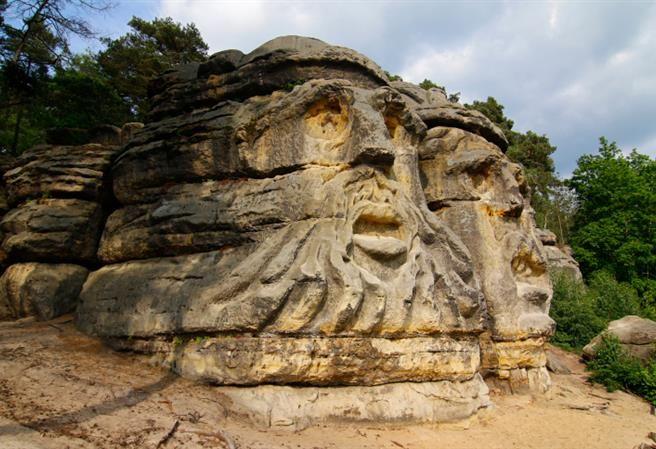 Kudy z nudy - Čertovy hlavy - monumentální skulptury Václava Levého