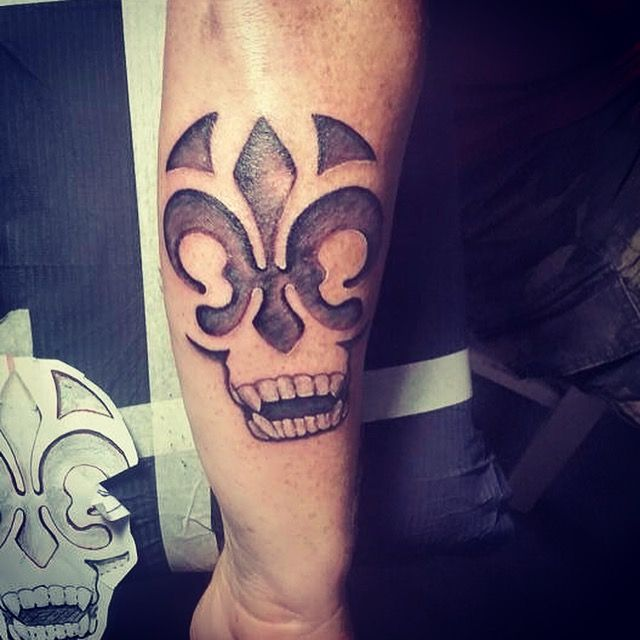 custom tattoo New Orleans Fleur De Lis and Skull