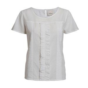 Buddah blouse with ruffles, white. A light and pretty shirt blouse, which is perfect for spring and warm summer days. The shirt has beautiful ruffles on the front and a drop-shaped buttonhole. Made from 100% GOTS certified organic cotton.