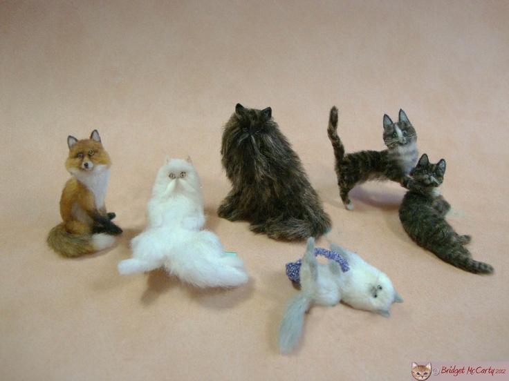 More fantastic miniature pets for the fine collector. By Bridgetmccarty.com: Miniatures Friends, Animaux Miniatures, Miniatures Accessories, Fantastic Miniatures, Felt Felt Things, Miniatures Pets, Miniatures Animal, Teeny Tiny, Favorite Miniatures