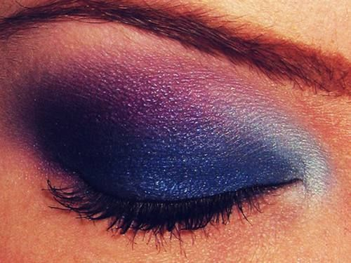 love this eyeshadow: Makeup Trends, Eye Shadows, Blue Eye Makeup, Night Time, Parties Looks, Eyeshadows, Eyemakeup, Blue Eyeshadow, Night Sky