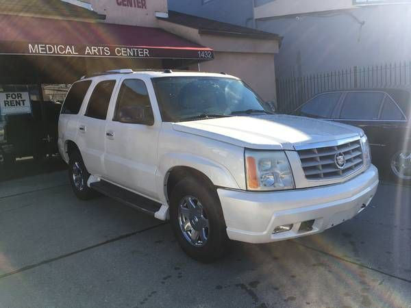 2004 Cadillac Escalade 4dr AWD Pearl White Only 107K Miles