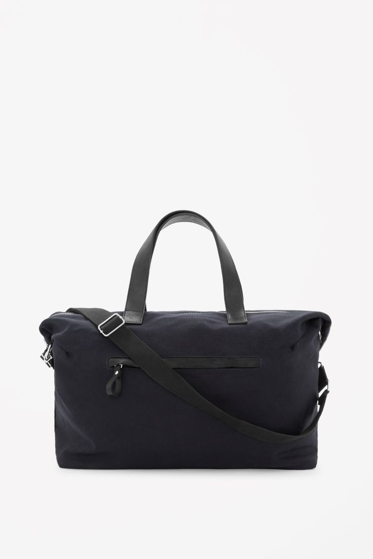 A practical style designed for travel, this large weekend bag is made from unstructured cotton and has with durable leather handles. With a detachable fabric shoulder strap, it has a single spacious compartment and inside and outside zip pockets.