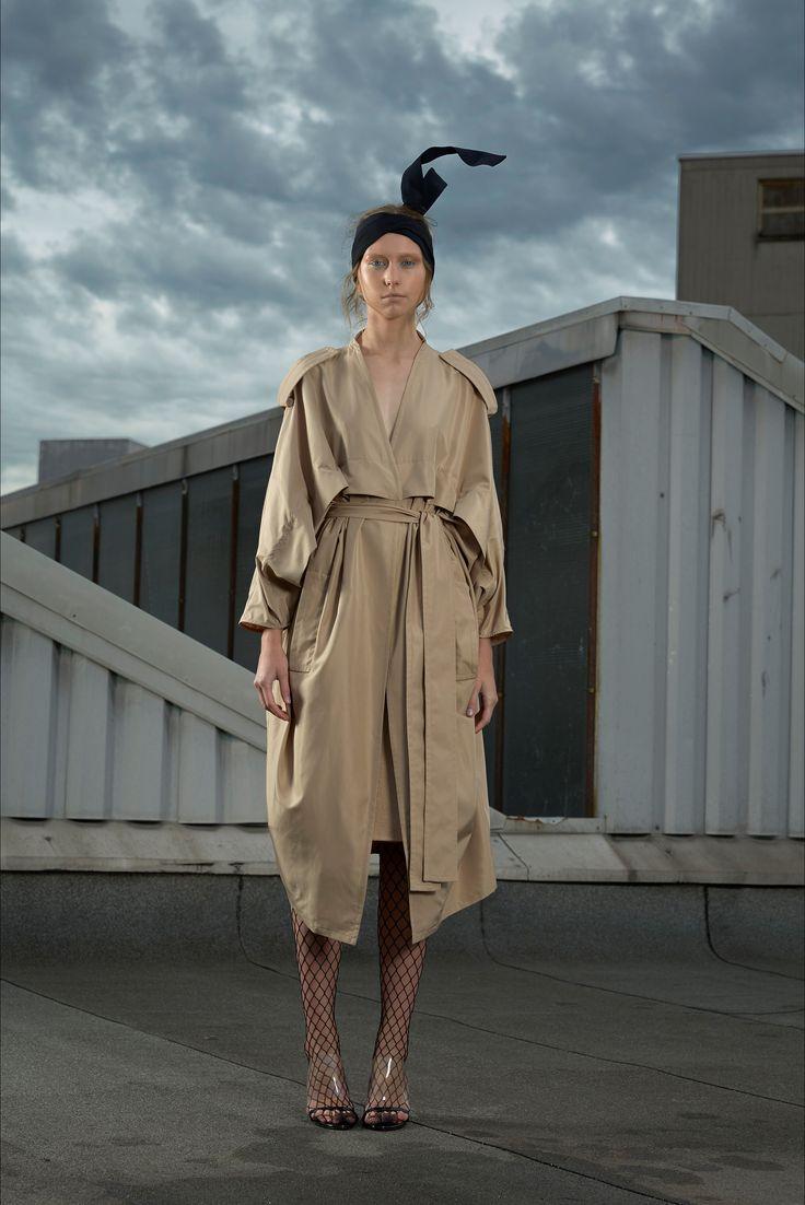 Guarda la sfilata di moda Gianluca Capannolo a Milano e scopri la collezione di abiti e accessori per la stagione Collezioni Primavera Estate 2018.