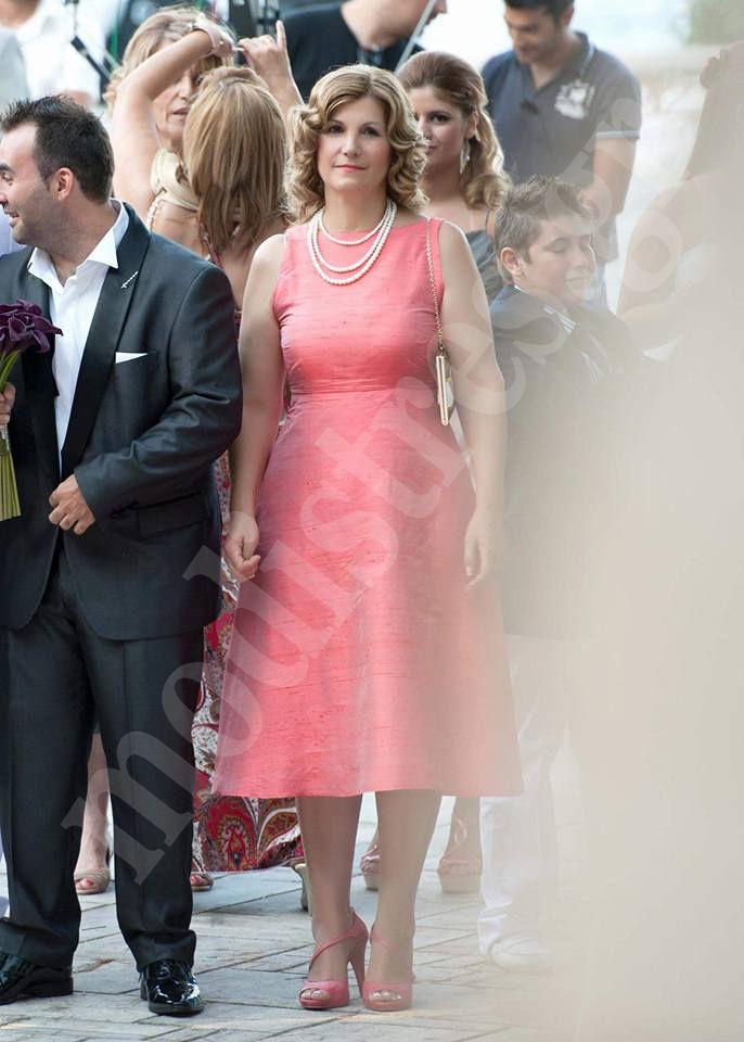 Φόρεμα ταφτάς  Εξώπλατο και χαμόγελο εμπρός. Δείτε περισσότερα στο http://bit.ly/1O5rcs4
