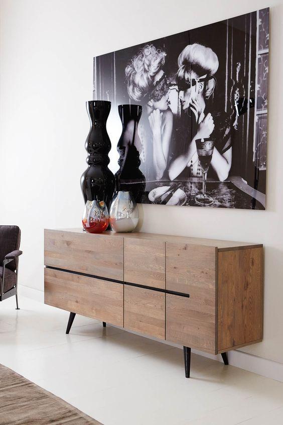 Dressoir Namur is Massief eiken met zwarte details. Scandinavisch design met een industrieel randje. We love it! // Goossens @ Villa ArenA