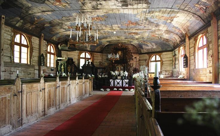 Deze prachtige kerk staat in het Etnografisch Openlucht Museum bij Riga. Gebouwd in 1704in Koerlad, en sinds 1935 in het museum te vinden. Een aanrader!
